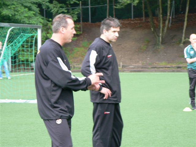 Rene Meulensteen  (Man. United) en Mark van de Sande (Voetbal Academie Tilburg)